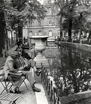 Medici Fountain, Paris (couple on folding chairs), 1948